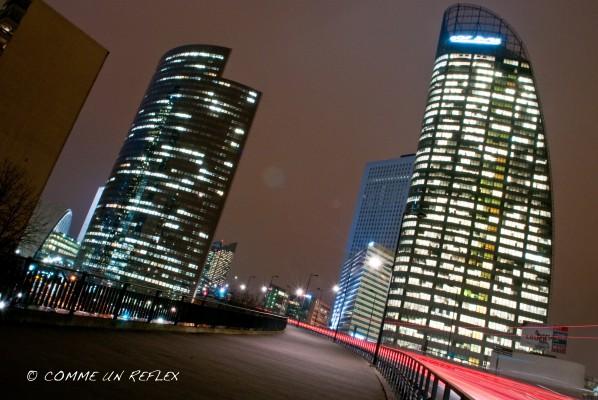 Une nouvelle photo de La Défense de nuit et prise de son boulevard circulaire. Photo-Pele-Mele 6159