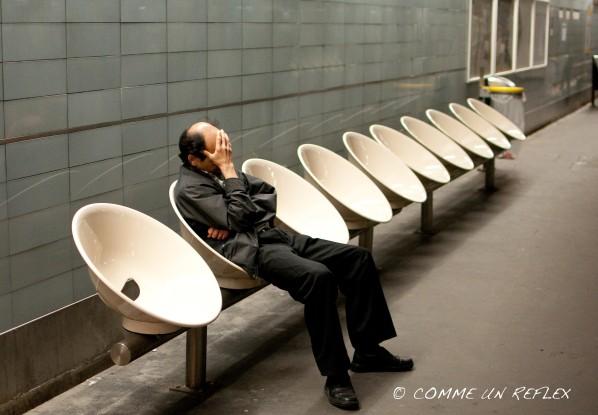 Scène de vie insolite dans le métro parisien.Photo-pele-mele-3 7906