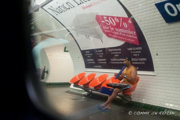 Un homme jouant de plusieurs piano guitare dans le métro parisien Photo-pele-mele-5 2199