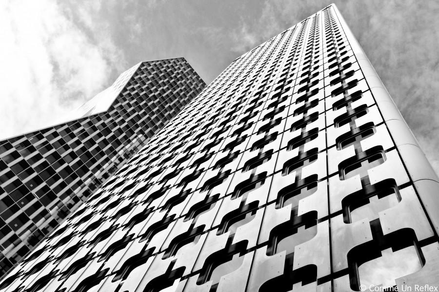 building,La Défense,tour Ariane,Tour Majunga,quartier d'affaires,architecture,perspective verticale,noir et blanc,